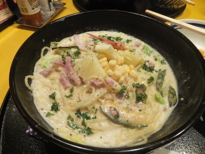 Annos spagettia japanilaisessa ravintolassa